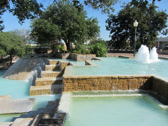 Fountain Cove At The Tower Of The Americas Wedding Location